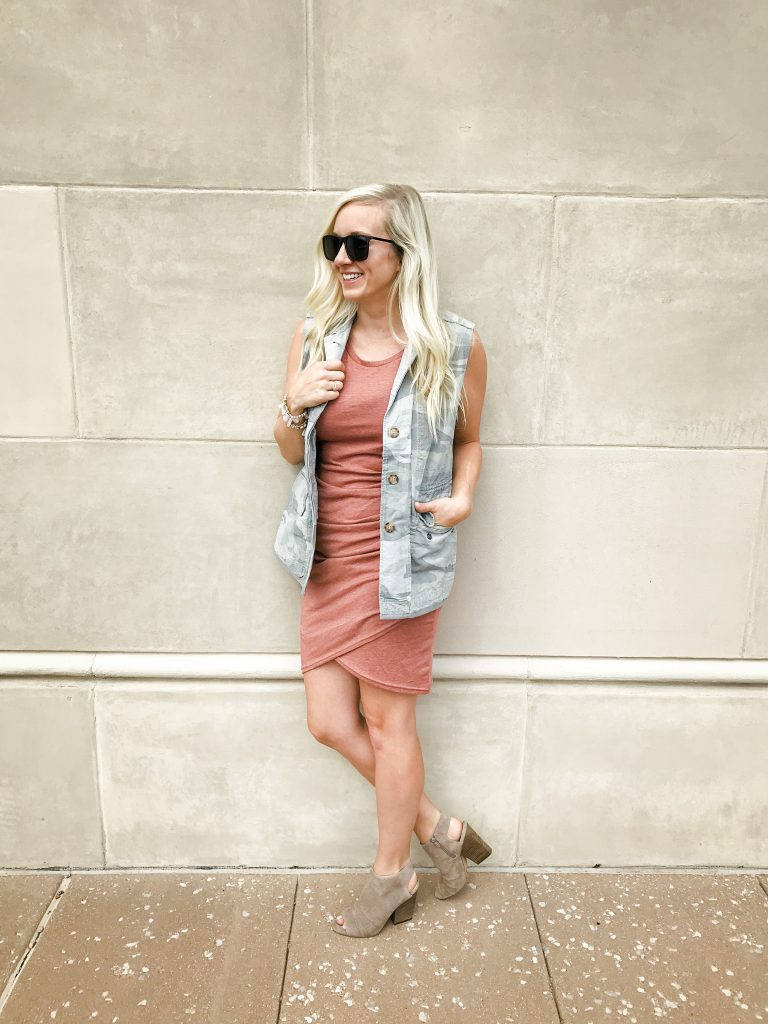 how to transition your wardrobe from summer to fall. The perfect vest to help you transiton - check out this post to see more looks!