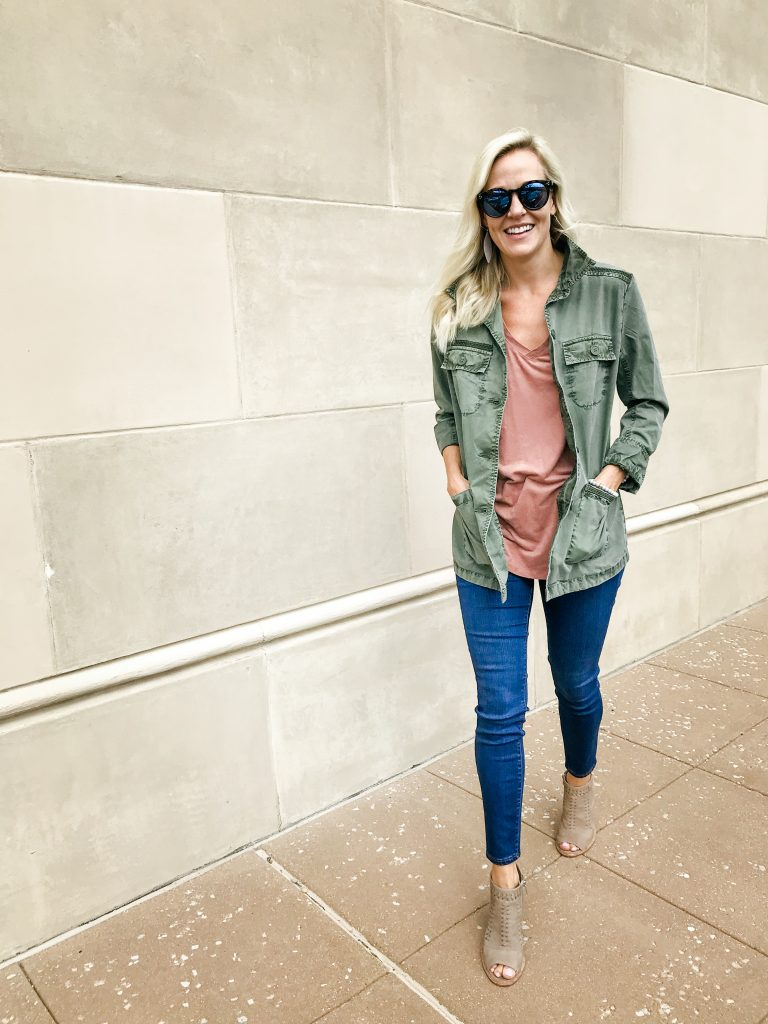 how to transition your wardrobe from summer to fall. The perfect jacket to help you transiton - check out this post to see more looks!